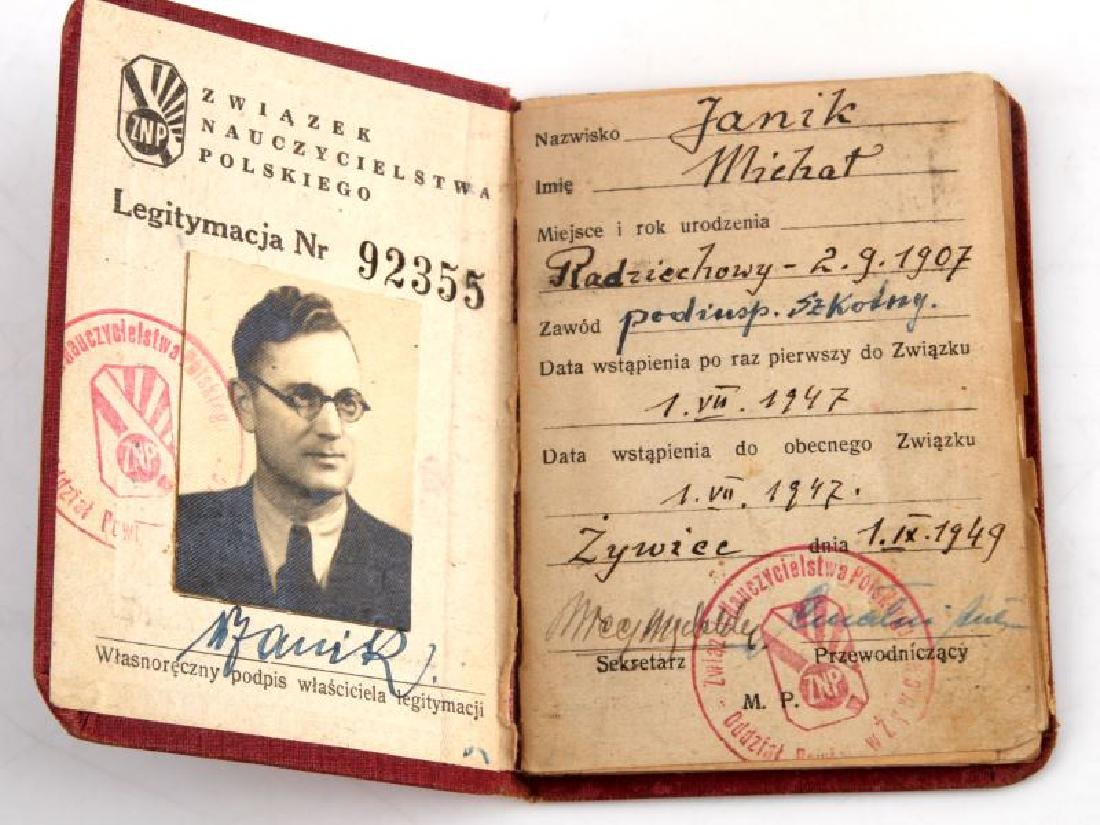 GERMAN WWII HITLER PHOTOGRAPHS & RUSSIAN DOCUMENTS - 10