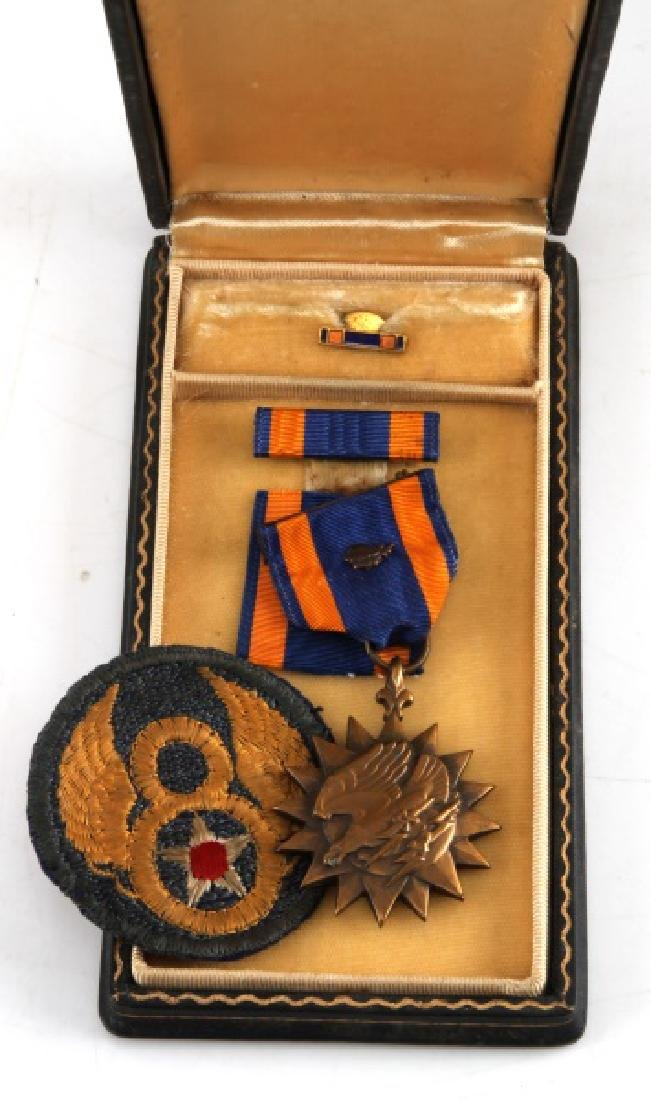 NAMED CASED AIR CORPS AIR MEDAL & 8TH AF DIV PATCH