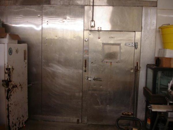 LARGE WALK-IN COOLER COMMERCIAL REFRIGERATOR