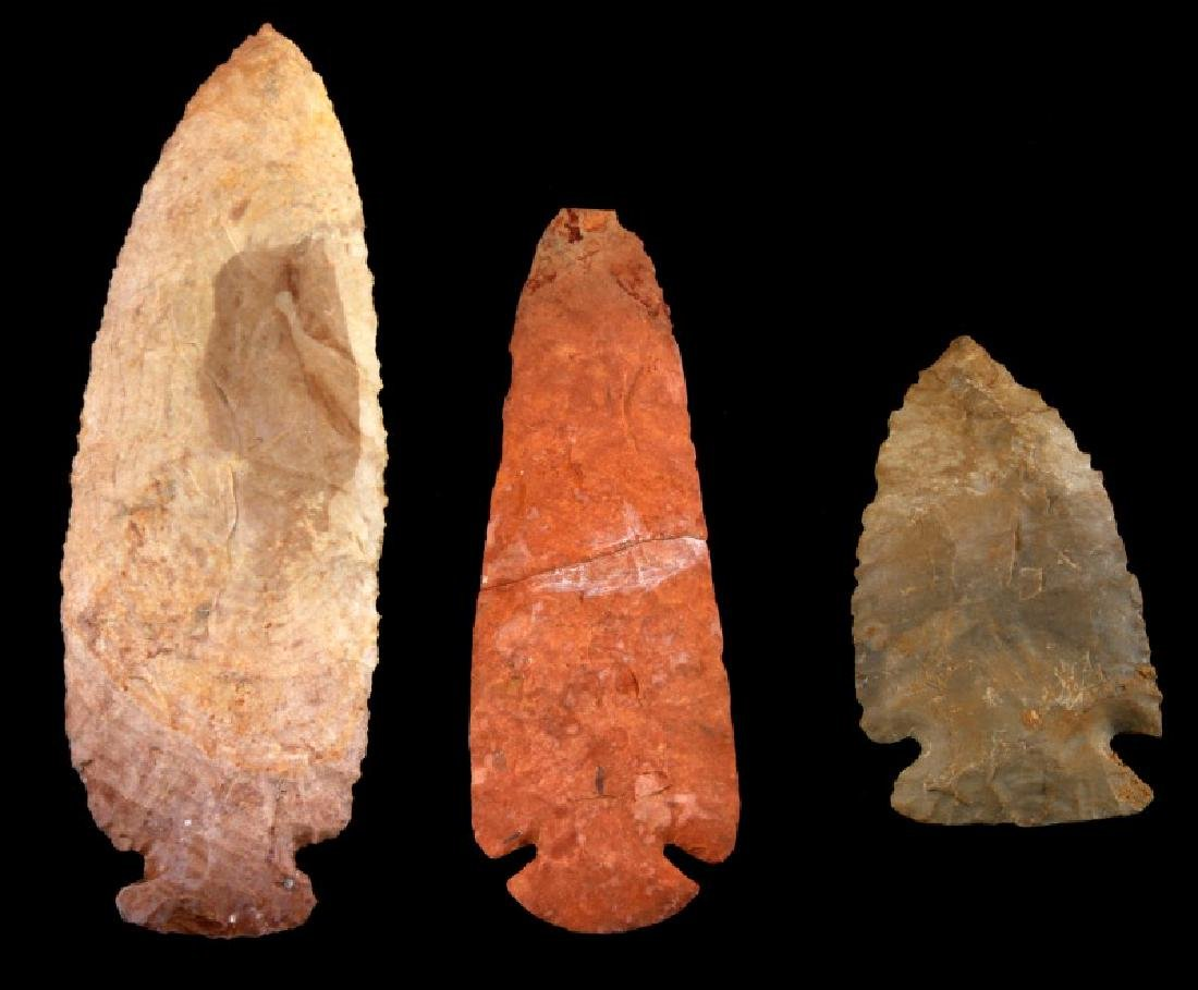 LOT OF 3 HAND CLEAVED ARCHAIC LITHIC ARROW POINTS - 2
