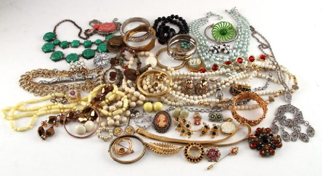 UNSEARCHED VINTAGE TO MODERN COSTUME JEWELRY LOT
