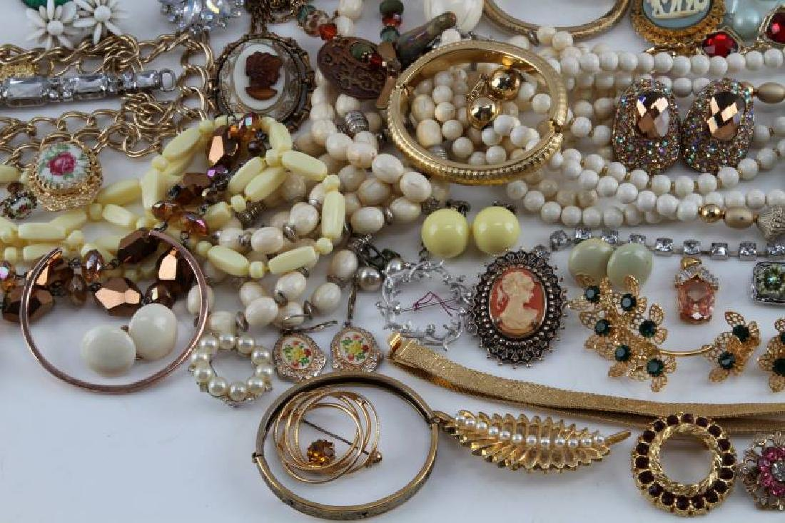 UNSEARCHED VINTAGE TO MODERN COSTUME JEWELRY LOT - 2