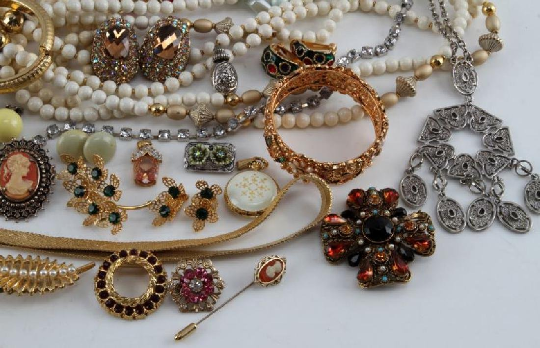 UNSEARCHED VINTAGE TO MODERN COSTUME JEWELRY LOT - 3