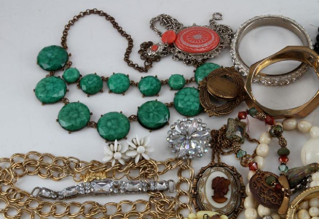 UNSEARCHED VINTAGE TO MODERN COSTUME JEWELRY LOT - 4