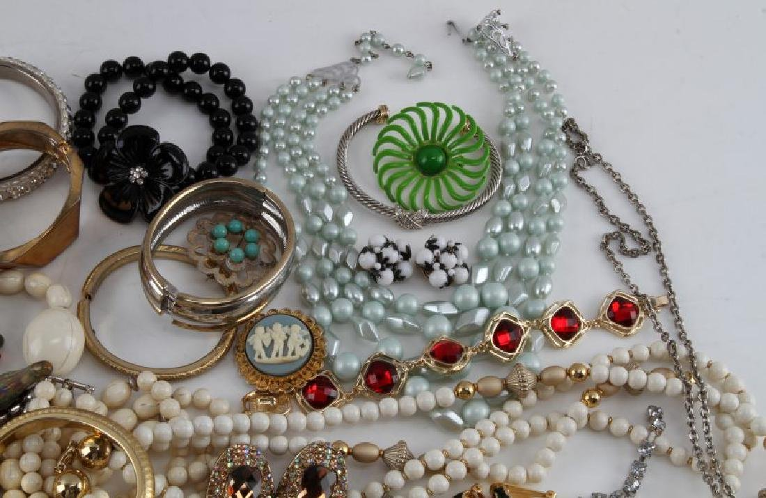 UNSEARCHED VINTAGE TO MODERN COSTUME JEWELRY LOT - 5