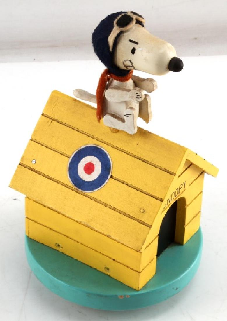 PEANUTS SNOOPY RED BARON UFS 1968 MUSIC BOX