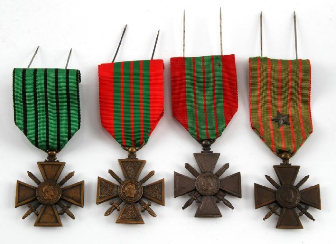 WWI & WWII FRENCH WAR MERIT MEDAL LOT OF 4