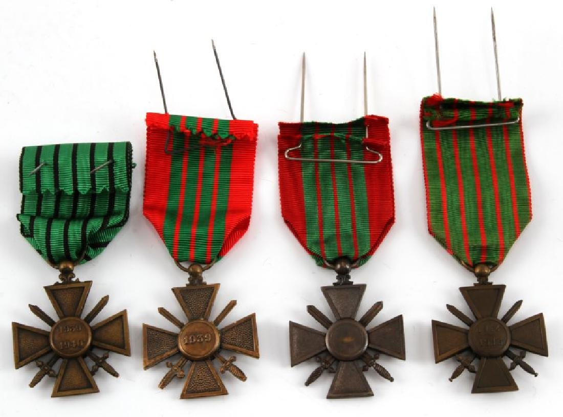 WWI & WWII FRENCH WAR MERIT MEDAL LOT OF 4 - 2