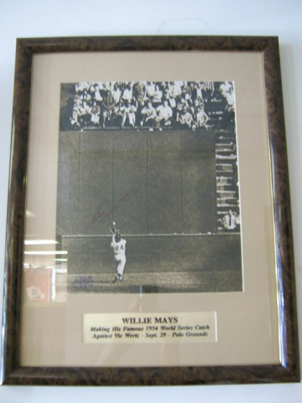 WILLIE MAYS SIGNED 1954 WORLD SERIES PHOTOGRAPH