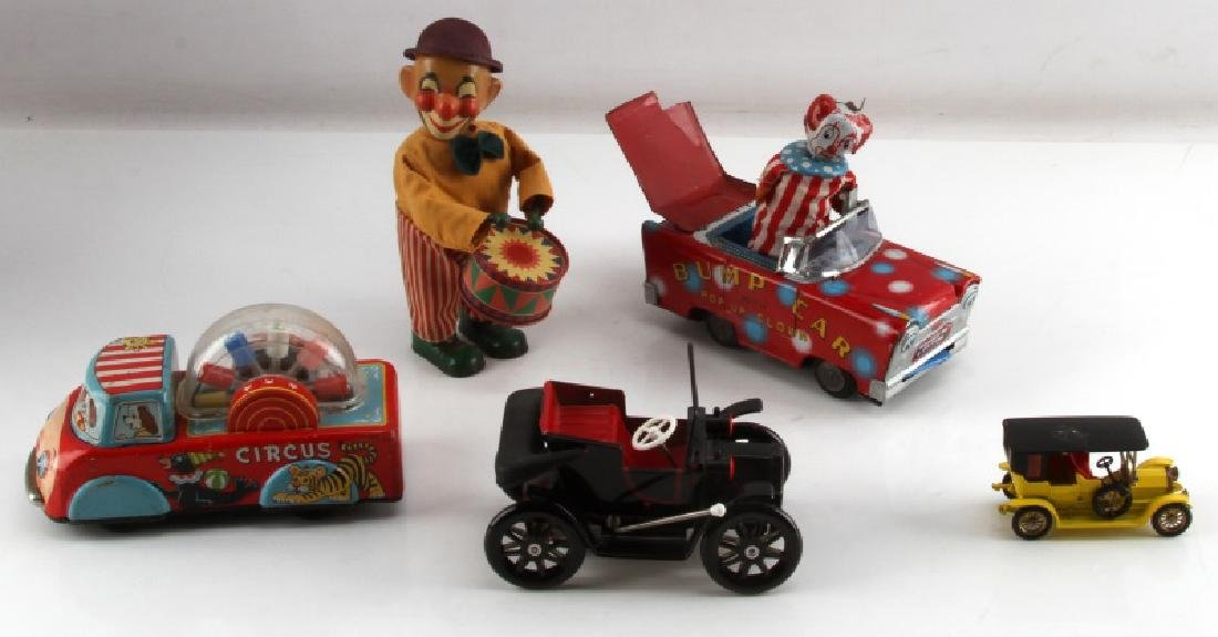 VINTAGE TIN LITHO CIRCUS TOY CLOWN AND CAR LOT