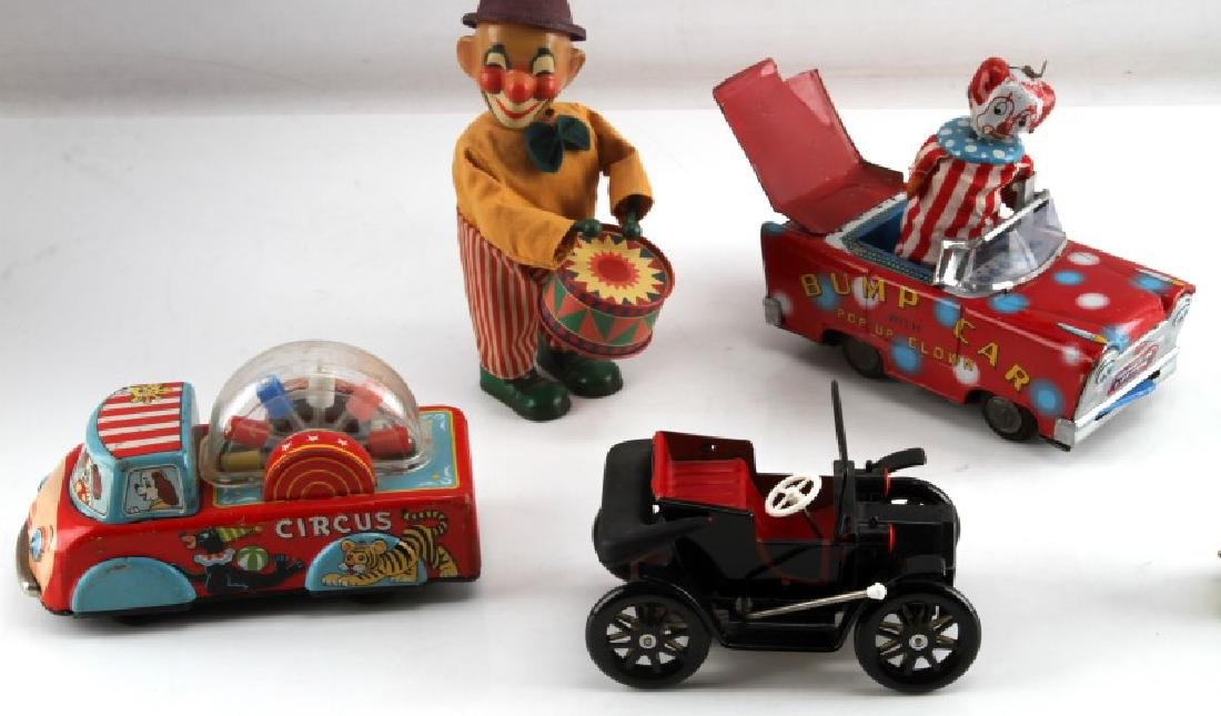 VINTAGE TIN LITHO CIRCUS TOY CLOWN AND CAR LOT - 3