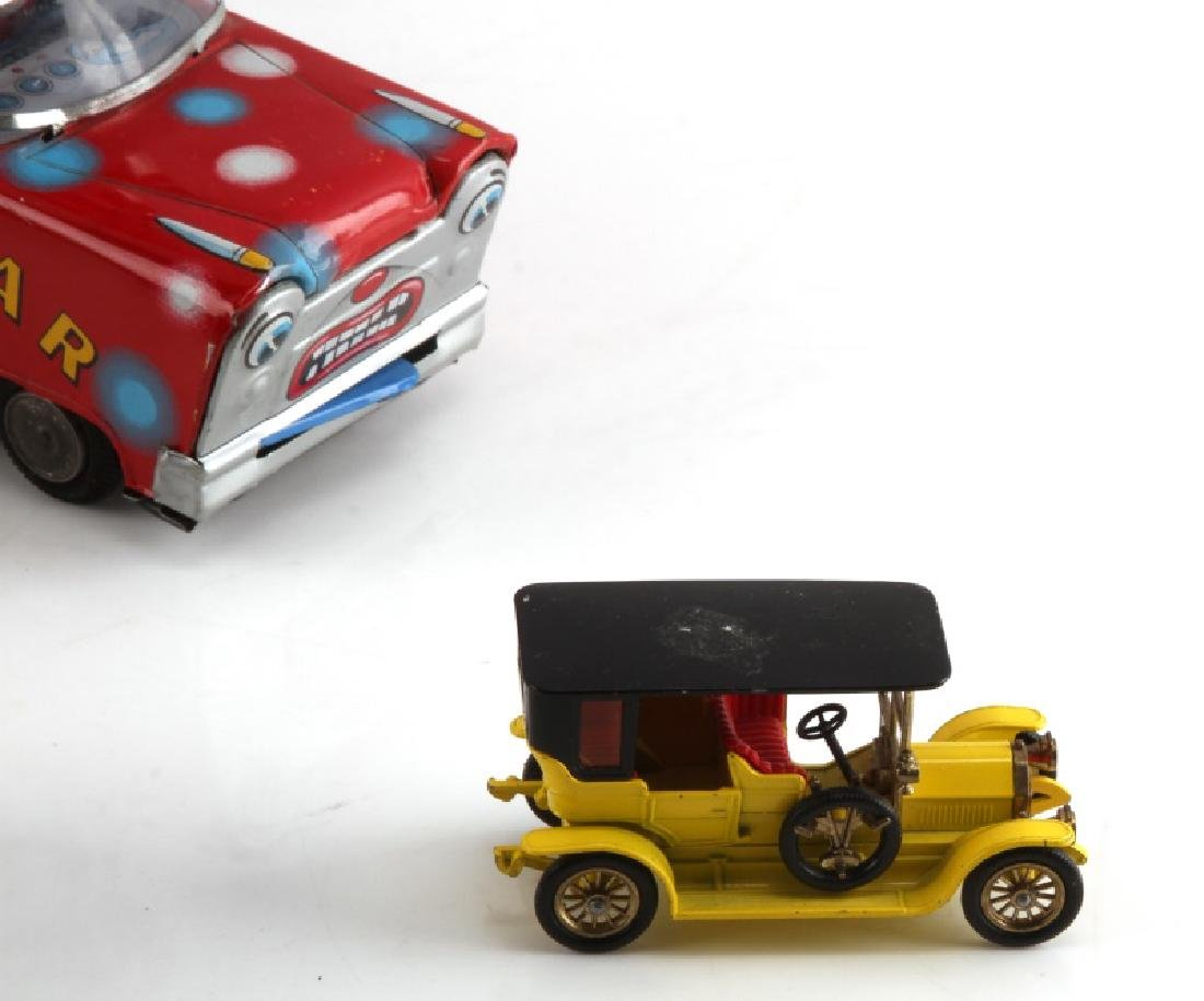 VINTAGE TIN LITHO CIRCUS TOY CLOWN AND CAR LOT - 4