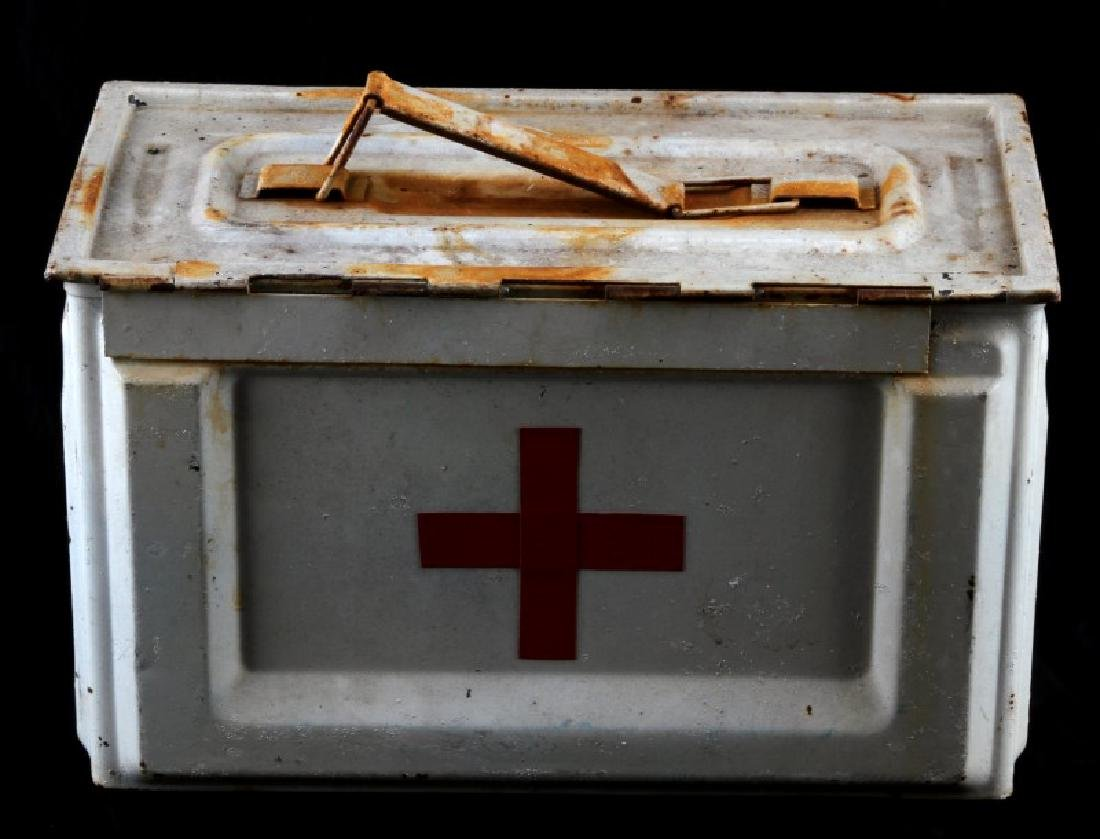 WHITE US WWII MEDIC FIELD KIT AMMO BOX