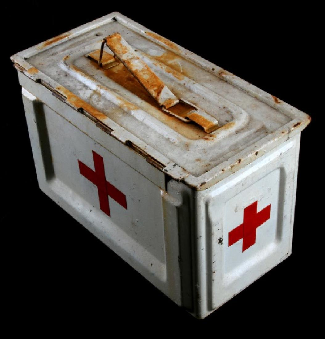 WHITE US WWII MEDIC FIELD KIT AMMO BOX - 2