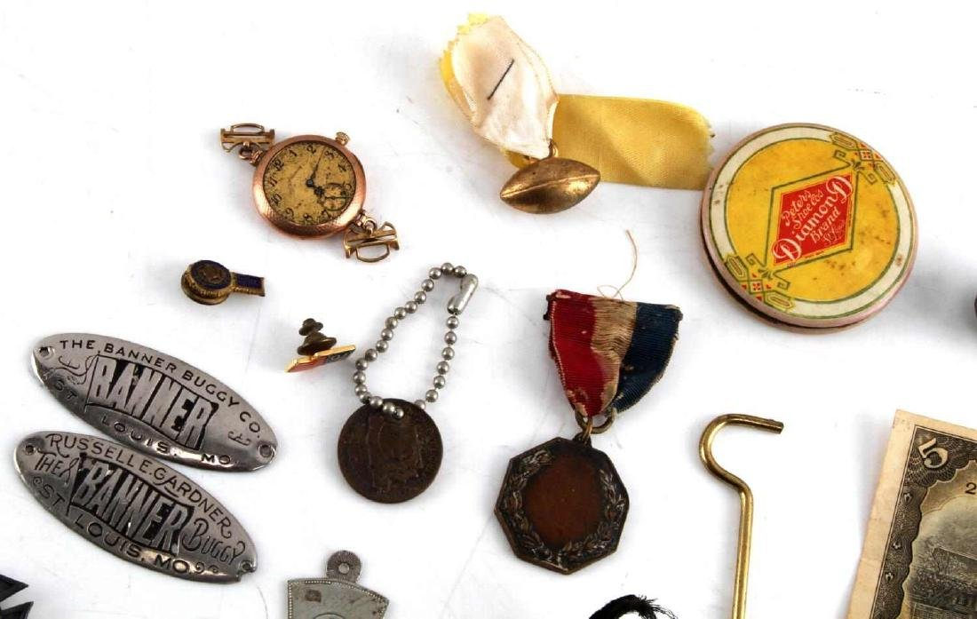 LOT OF MISCELLANEOUS COLLECTIBLES TRINKETS GOLD - 4