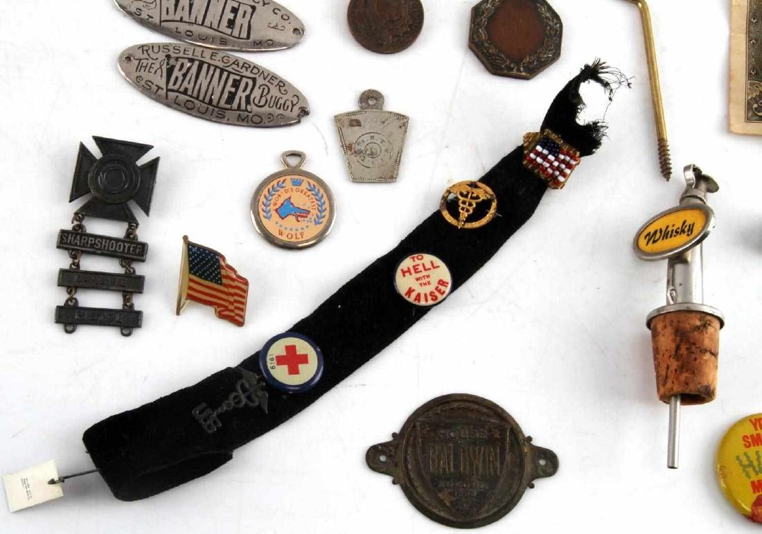 LOT OF MISCELLANEOUS COLLECTIBLES TRINKETS GOLD - 5