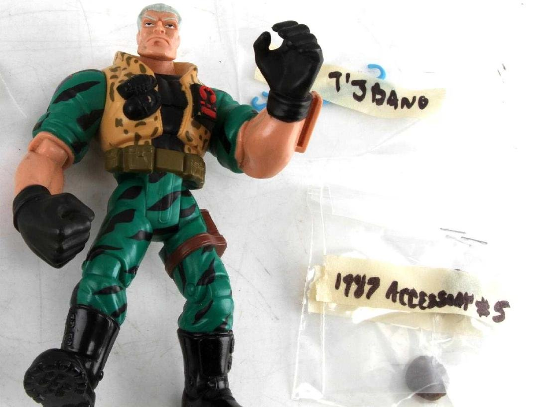 LARGE LOT OF ASSORTED VINTAGE G.I JOE FIGURES - 3