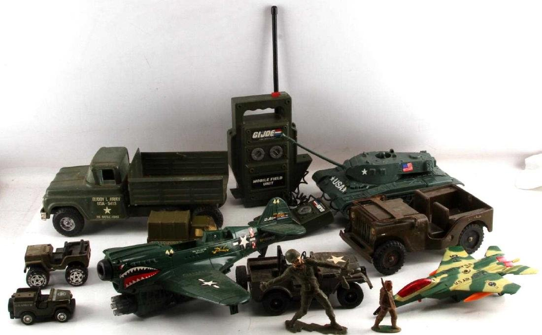 MIXED VINTAGE US ARMY TOY LOT