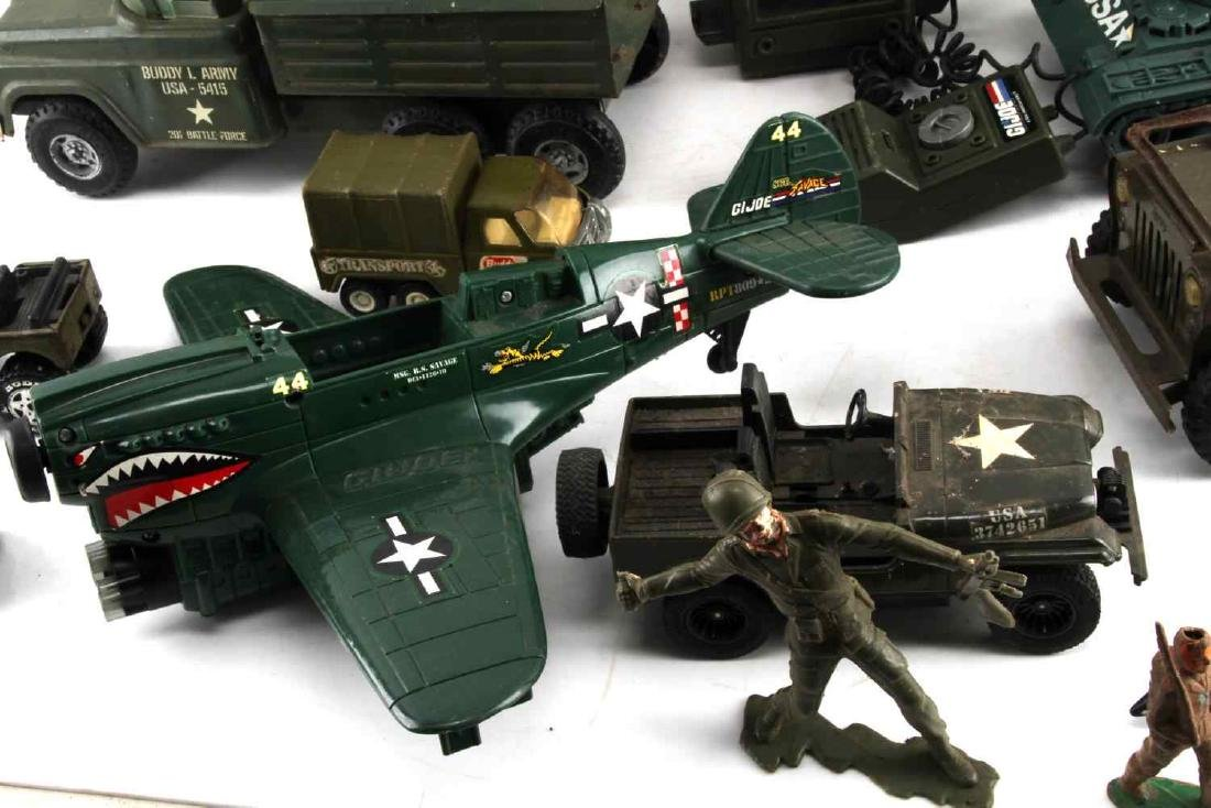 MIXED VINTAGE US ARMY TOY LOT - 5