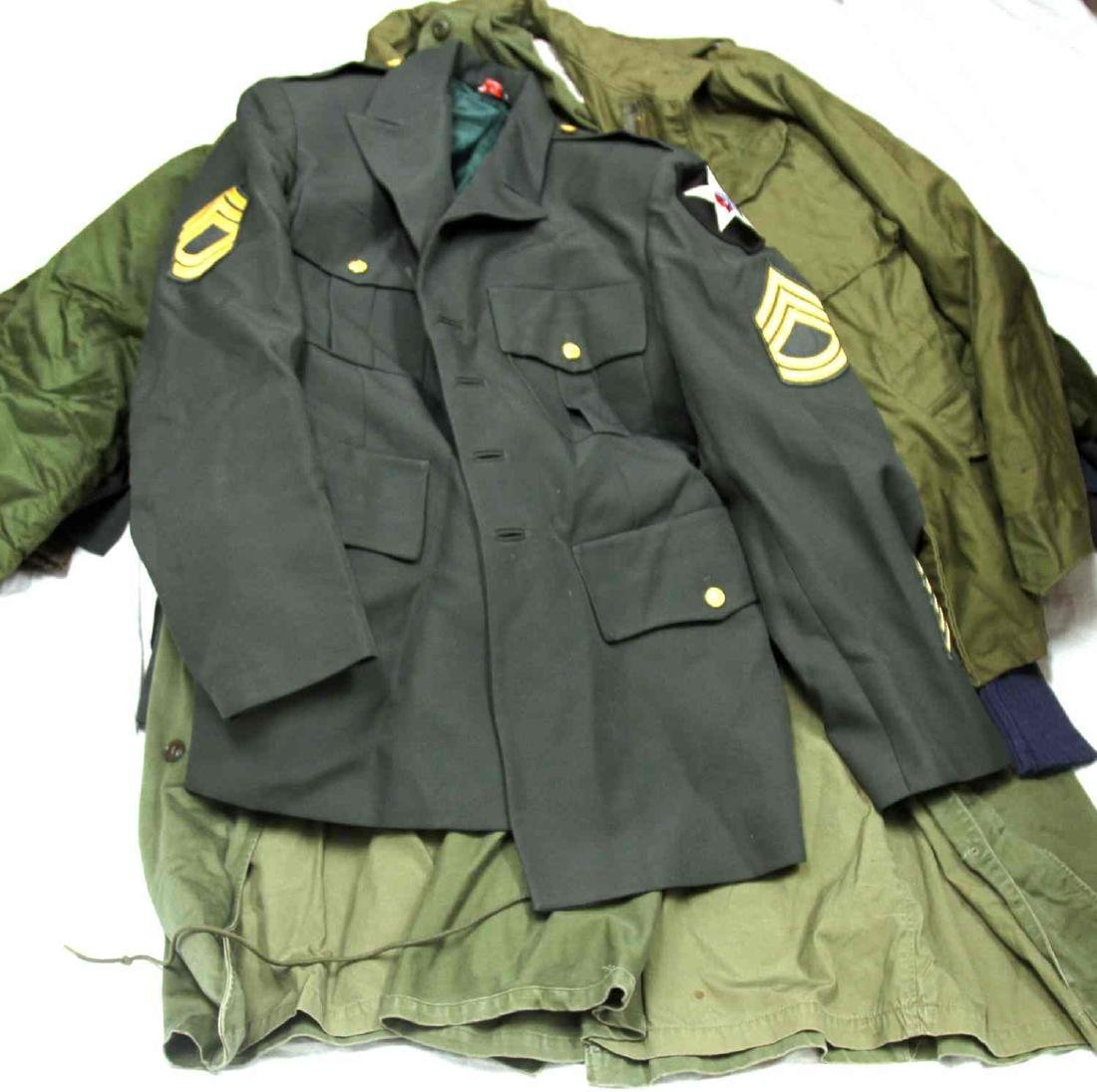 ASSORTED US MILITARY CLOTHING & UNIFORM LOT