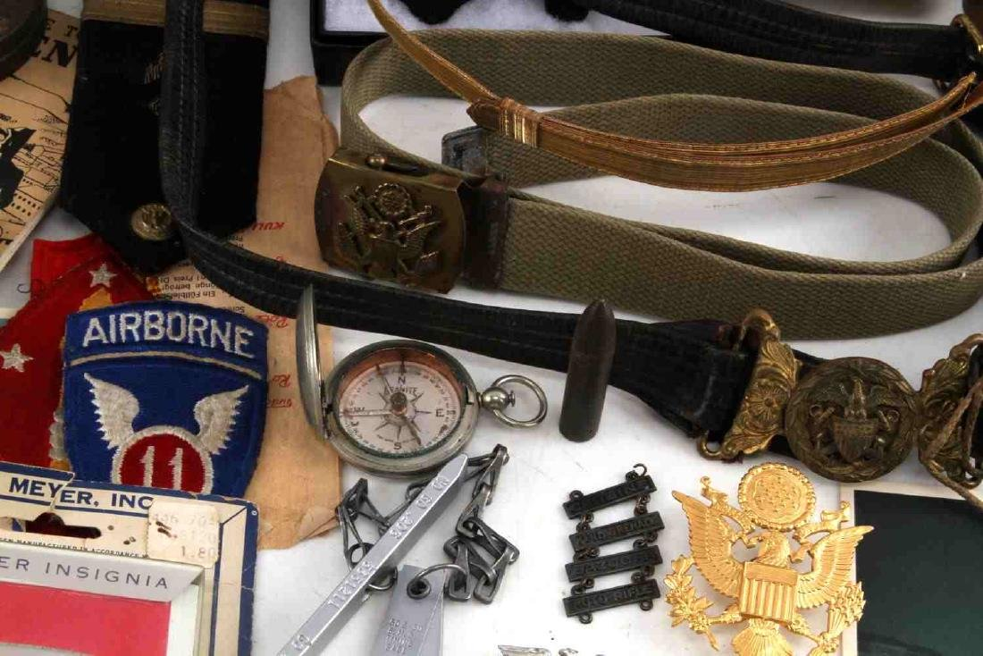 LOT OF MISCELLANEOUS US MILITARY COLLECTIBLES - 5