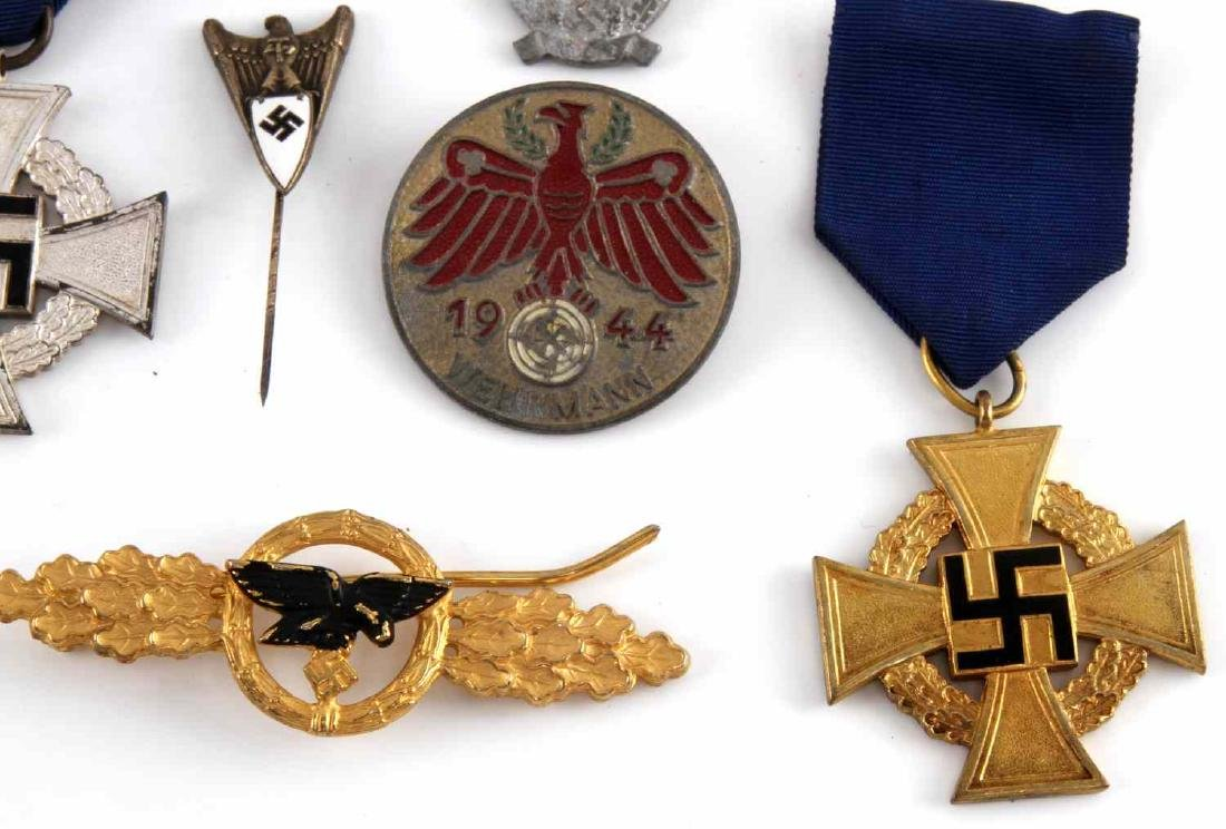 MIXED LOT OF GERMAN WWII BADGES PINS MEDALS MORE - 4