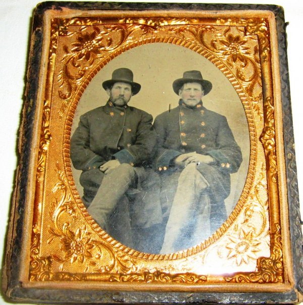 1/6 PLATE TINTYPE OF TWO CONFEDERATE OFFICERS
