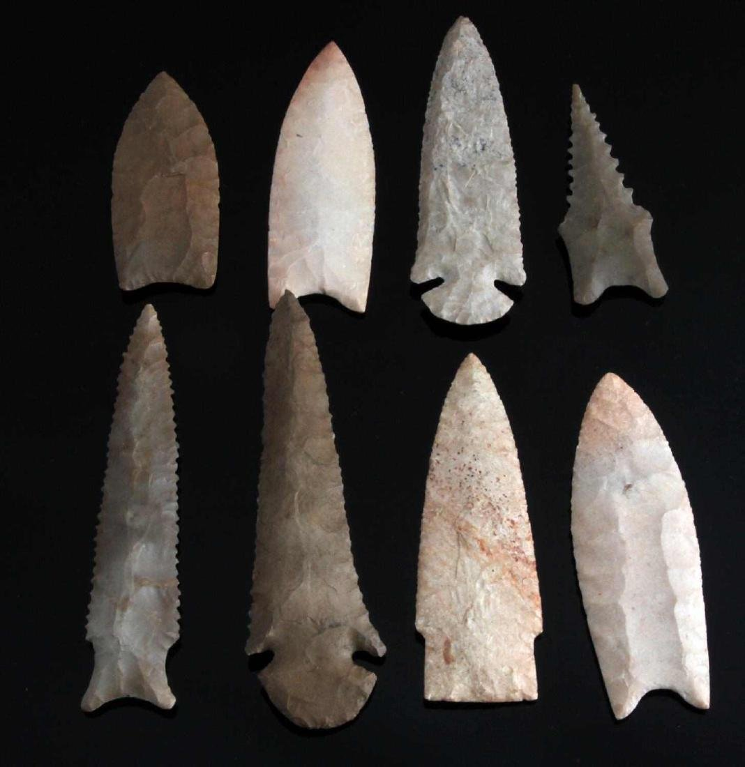 LOT OF 8 ARROWHEAD POINTS CLOVIS DALTON STEMMED
