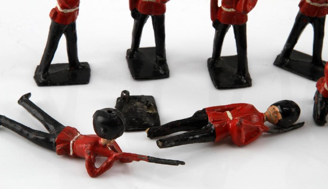 NINE BRITISH TOY SOLDIERS PALACE HONOR GUARDS - 4