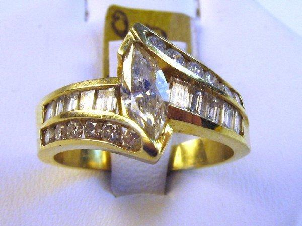 LADIES 18K GOLD MARQUISE DIAMOND RING