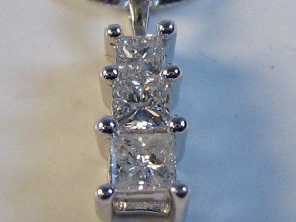 LADIES 3 PRINCESS CUT DIAMOND PENDANT