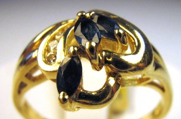 LADIES SAPPHIRE AND DIAMOND RING