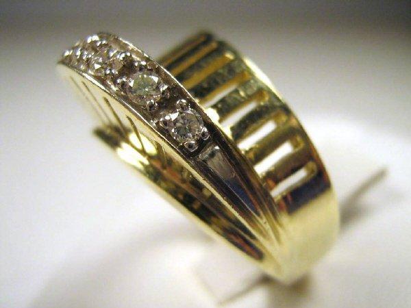 14K GOLD DIAMOND SWIRL RING