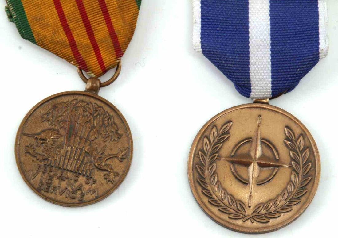 LOT OF MILITARY RIBBONS WWII VIETNAM TO PRESENT - 2