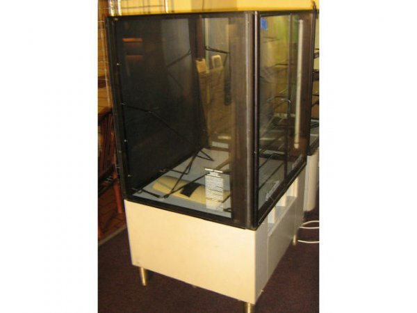 DUNKIN DONUTS LIGHTED PASTRY DONUT DISPLAY CABINET