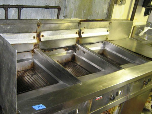 FRYMASTER 3 COMPARTMENT DEEP FRYER COMMERCIAL - 2