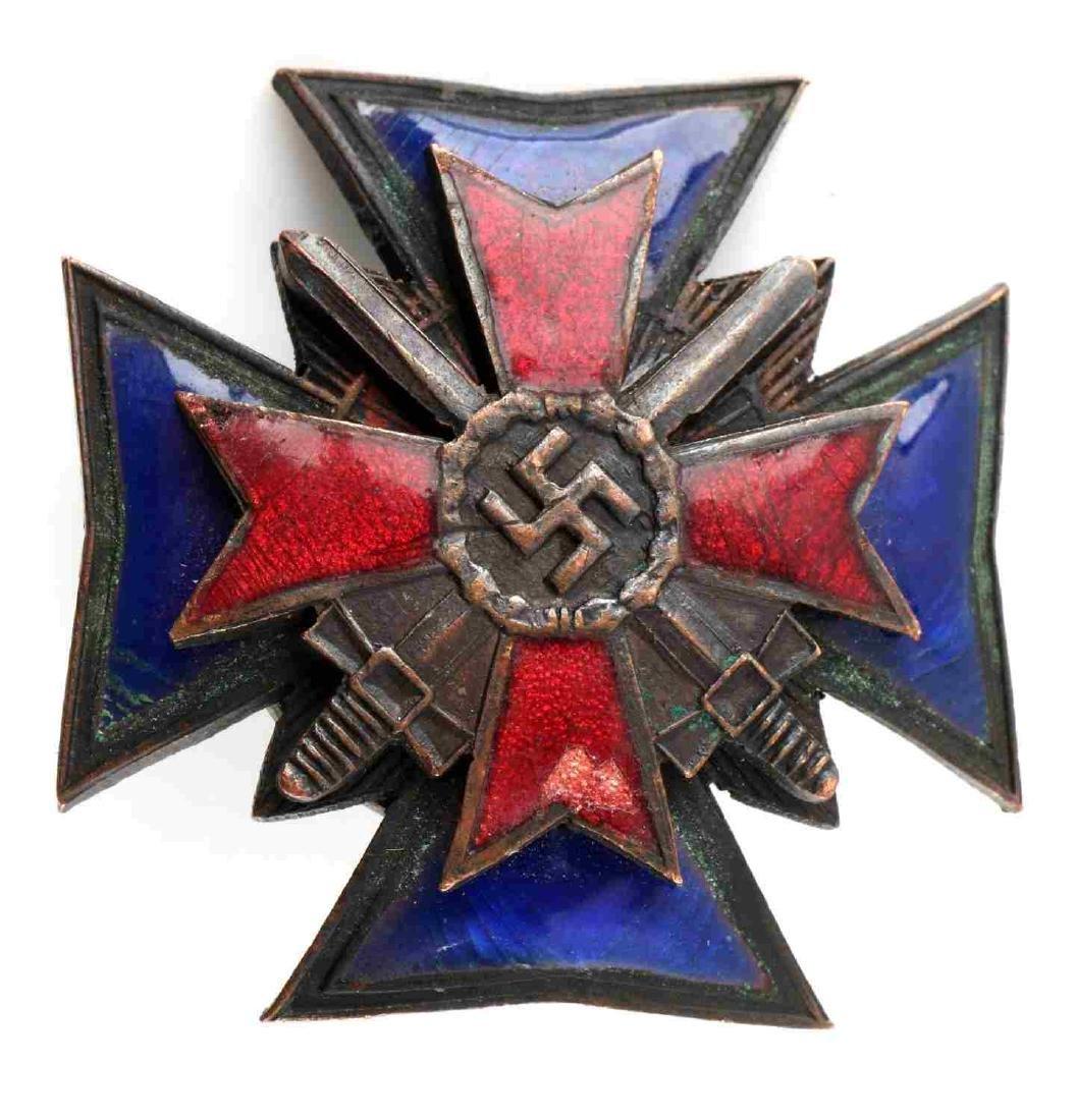 GERMAN WWII THIRD REICH UNKNOWN ENAMELED BADGE