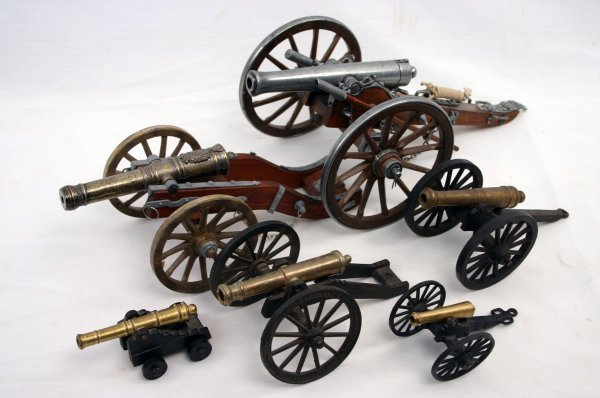 LOT OF SIX CANNON MODELS FIELD AND NAVAL
