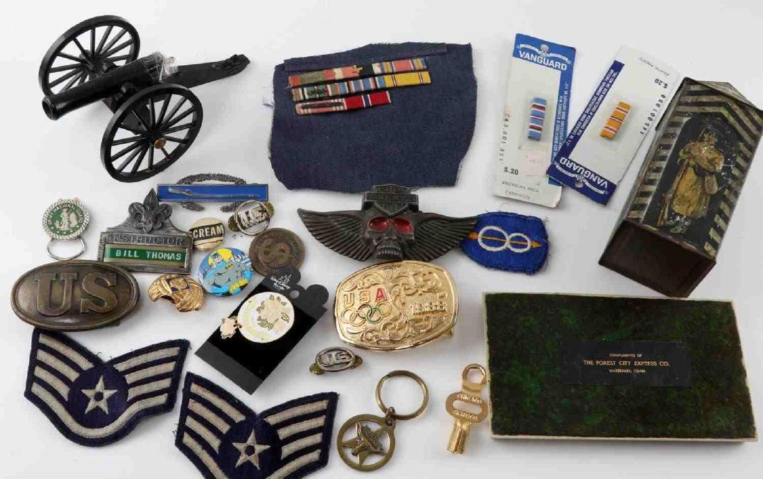 LOT OF US MILITARY INSIGNIA  AND COLLECTIBLES