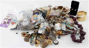 DEALERS LOT OF COSTUME JEWELRY MODERN 5 LBS.