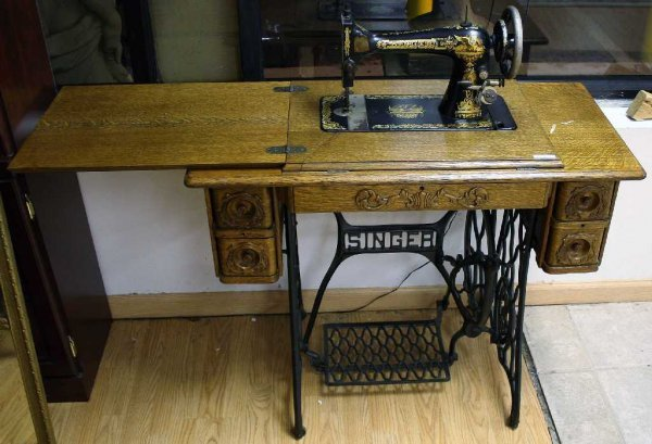 SINGER TREADLE SEWING MACHINE OAK TABLE SERIES H