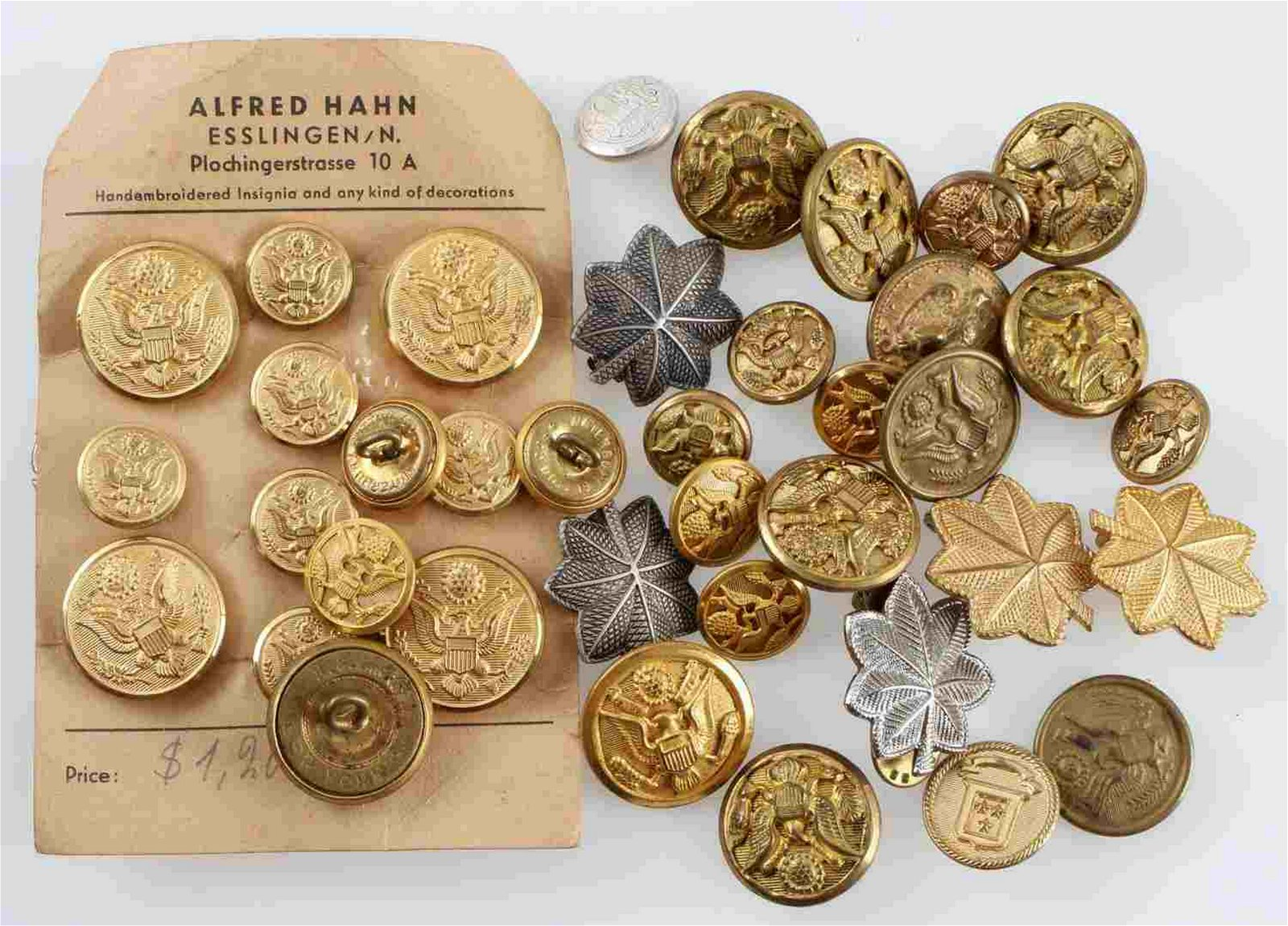 WWII US ARMY BUTTON & INSIGNIA BADGE LOT OF 35
