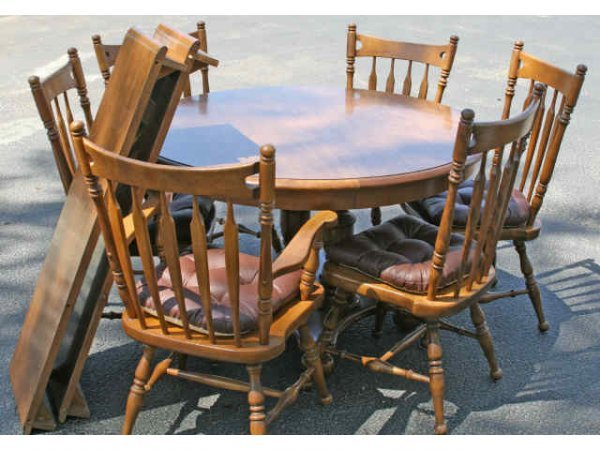 ROUND WOOD EXTENDABLE DINING TABLE 6 CHAIRS