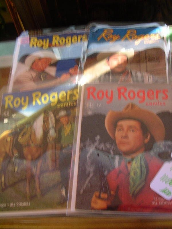 401106: ROY ROGERS AND TRIGGER COMIC BOOKS DELL LOT OF