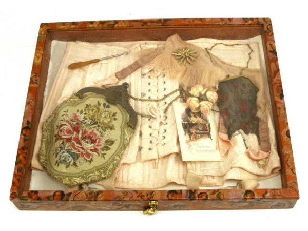 LATE 19TH CENTURY PURSE CORSET DISPLAY