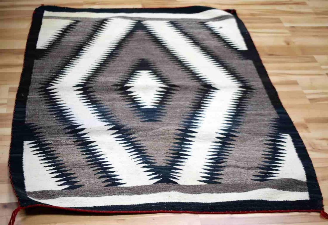 NAVAJO ANTIQUE BLANKET WEAVE RUG DIAMOND PATTERN