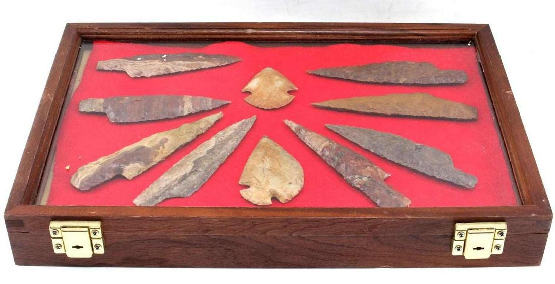 REPRODUCTION LOT OF 10 VARIOUS ARROWHEADS IN CASE
