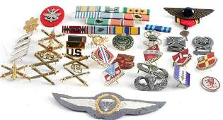 MULTI CONFLICT US MILITARY BADGE AND RIBBON LOT