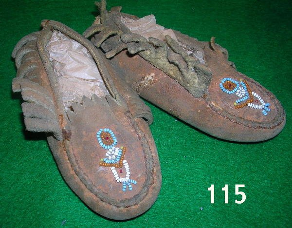 50115: ANTIQUE INDIAN BEADED MOCCASINS NATIVE AMERICAN