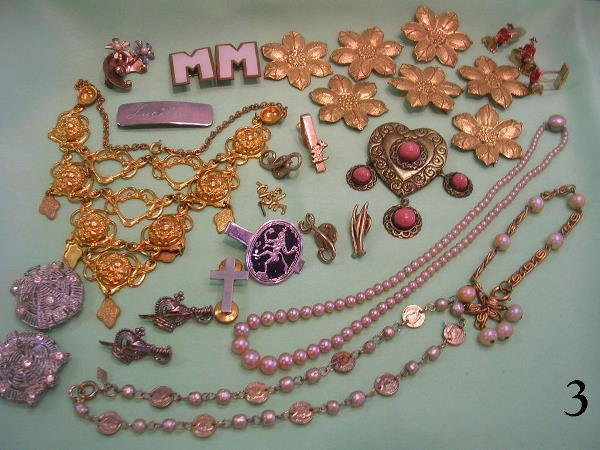 703: ANTIQUE COSTUME JEWELRY NECKLACES PINS PEARLS